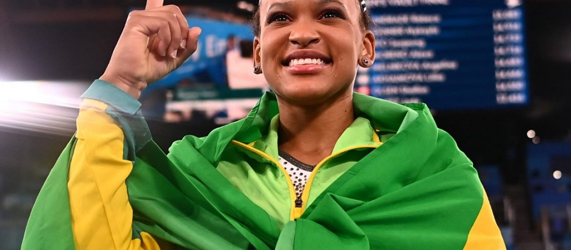 Brazil's Rebeca Andrade celebrates winning gold in the vault event of the artistic gymnastics women's vault final during the Tokyo 2020 Olympic Games at the Ariake Gymnastics Centre in Tokyo on August 1, 2021. (Photo by LOIC VENANCE / AFP)